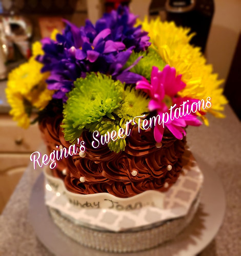 Chocolate cake with fresh flowers