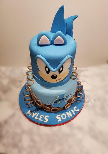 Sonic vanilla cake with fresh strawberries