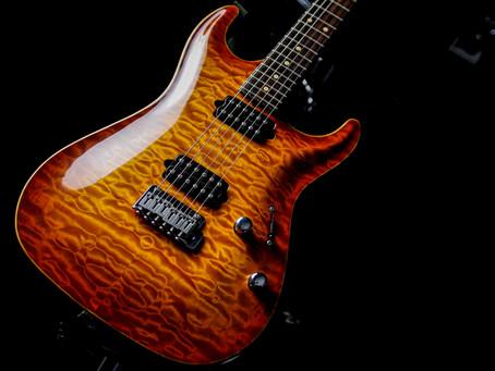 古賀氏の使用ギター、機材1■Suhr standard covered top