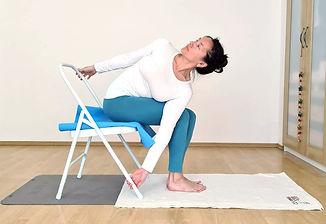 Yoga_Drehung_Claudiyengar.jpg