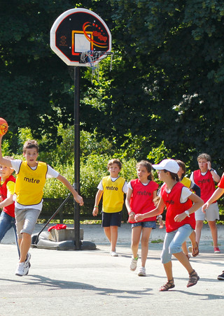 Summer immersion: day camps with English children, living with a host family 11-13 year olds