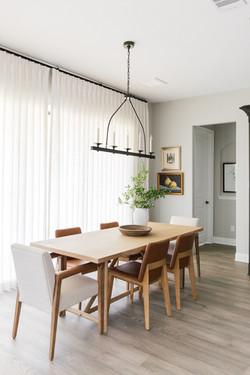 Dining nook design using white linen dra