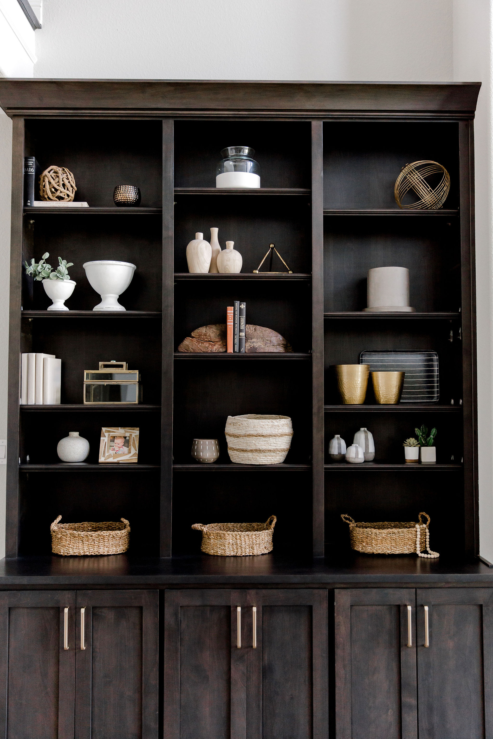 Shelf styling with neutral decor by Laur