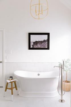 Bathroom design with stand alone tub, po