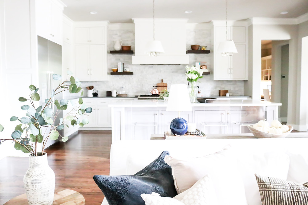 Light and bright kitchen design by Laura design and Co, Dallas based interior designer