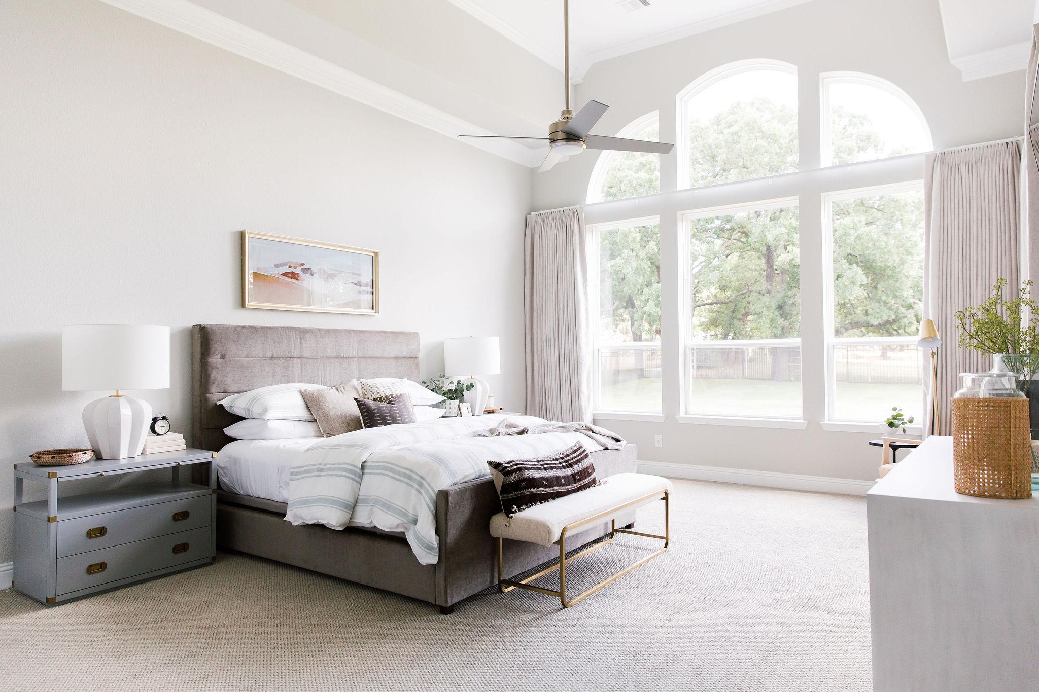 Bedroom design using earthy color palett