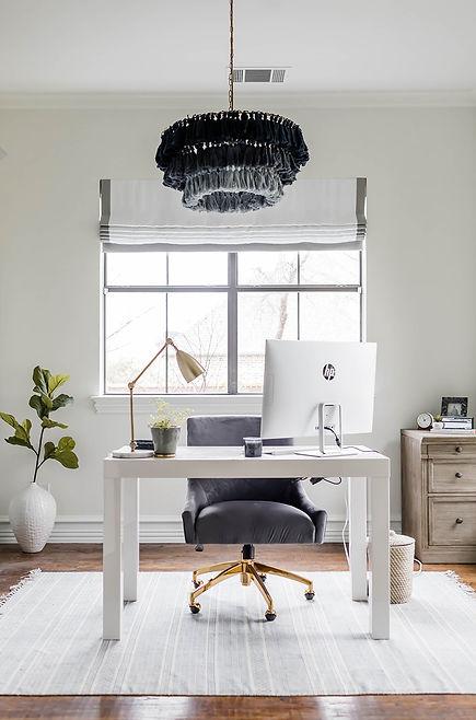 Neutral & blue office design by Laura De