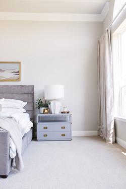 Bedroom design using light blue nightsta