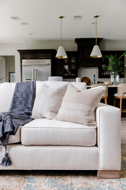 Transitional living room design with per