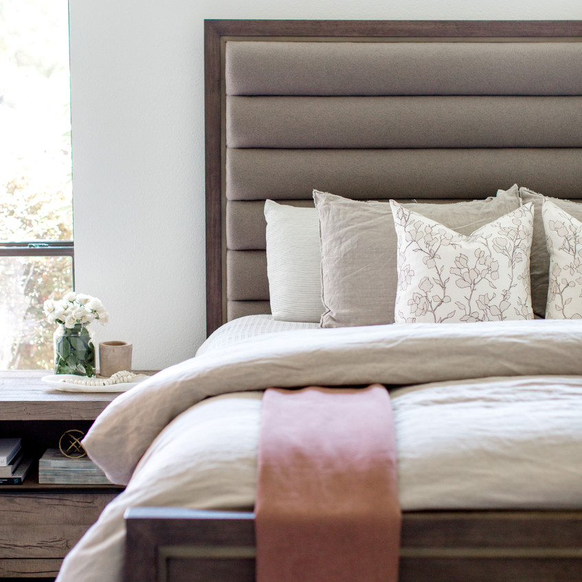 Bedroom design by Laura Design and C
