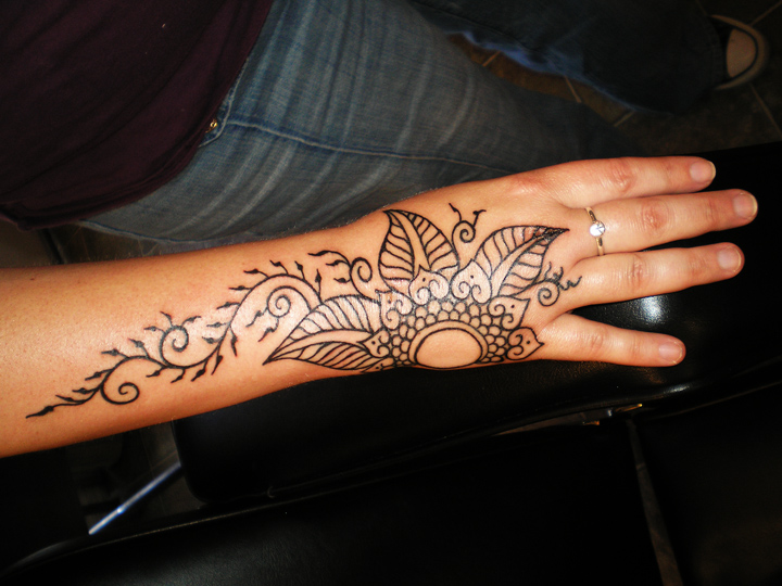 Heidi's real henna design inked in.