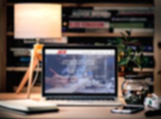 מוקאפ אתר אייס עם רקע.jpg