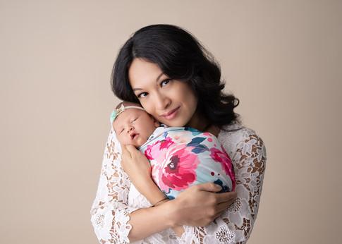 ottawa-newborn-photographer-mom-baby.jpg