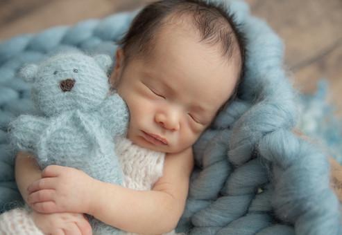 newborn-session-ottawa-teal-bear.jpg