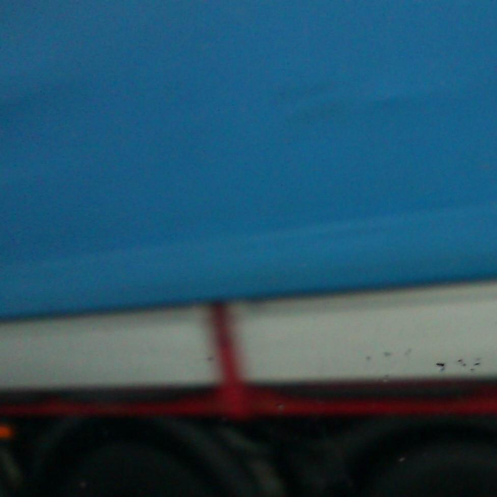 Podria ser art contemporani... però... és una imatge moguda d'un camió a l'autopista