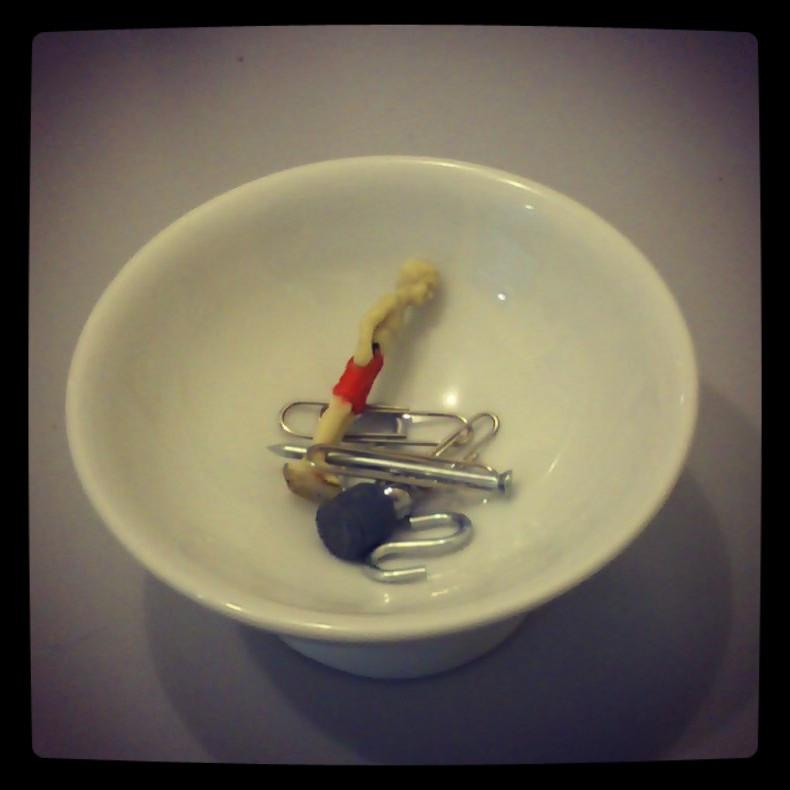Podria ser art contemporani... però és una acumulació casual a la taula de la feina