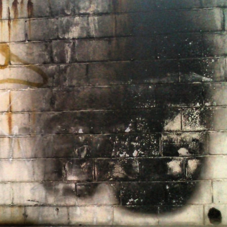 Podria ser art contemporani... però és una paret bruta