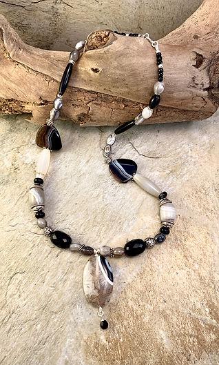 listed website - necklace - black brown