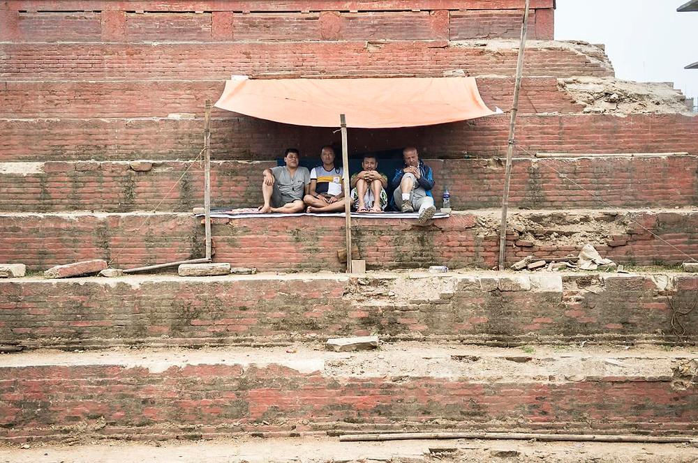 Tienda improvisada en una de las plazas famosas de Katmandú
