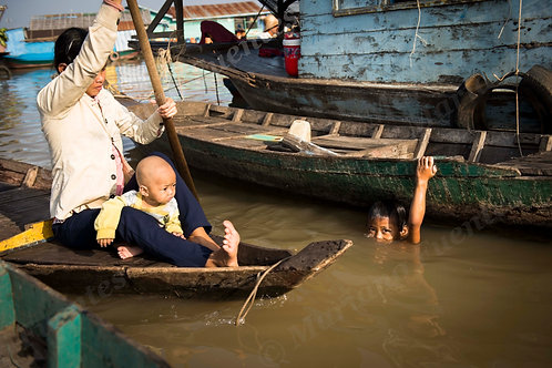 The transport of the floating village
