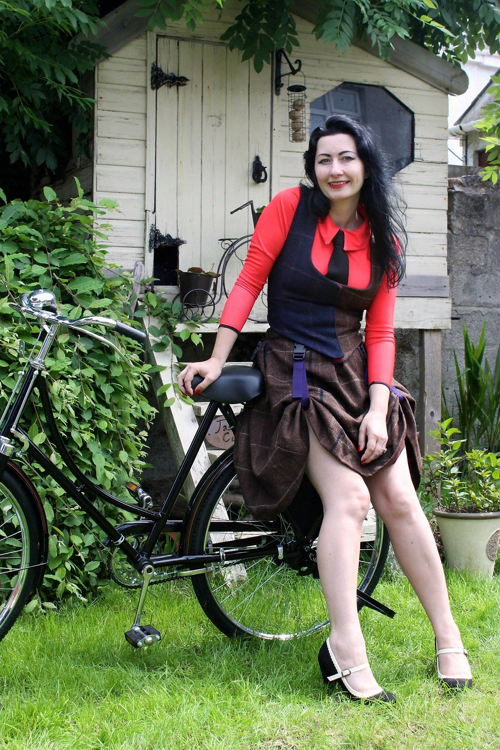 Cycling skirt, convertible. Flat seamed with pockets.