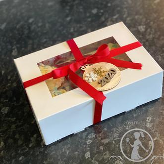 Christmas present box 2020 Image 0.0x0 (