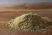 800px-Ground_Golden_Flax_Seeds_(85943150