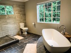 Wisteria Cottage bathroom