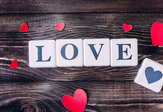 Love-and-love-heart-wood-board_3840x2160