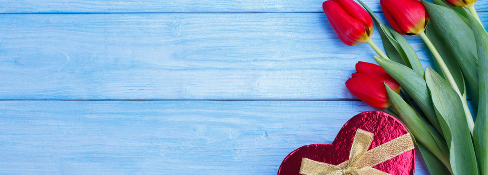 Red-tulips-love-heart-gift-blue-wood-boa