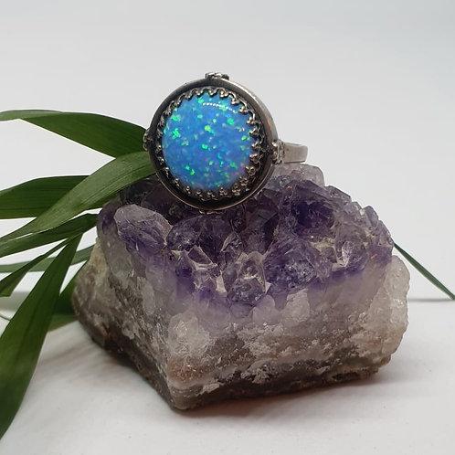 טבעת כסף עם אבן אופאל כחולה