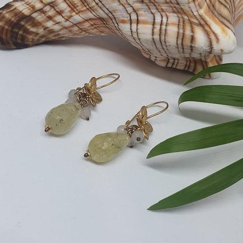 עגילים תלויים פרח זהב - אבן פריהנייט