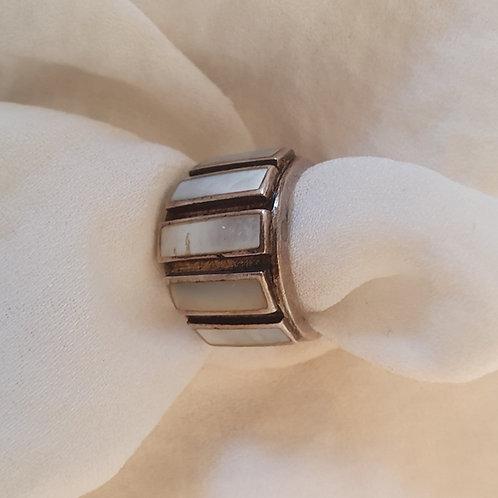 טבעת כסף עם 6 אבנים לבנות