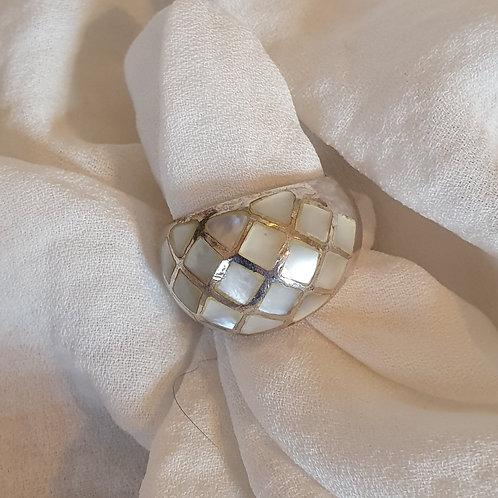 טבעת כסף עם אבנים לבנות