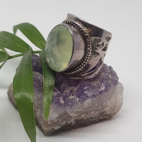 טבעת כסף אבן פריהנייט ירוקה אובלית