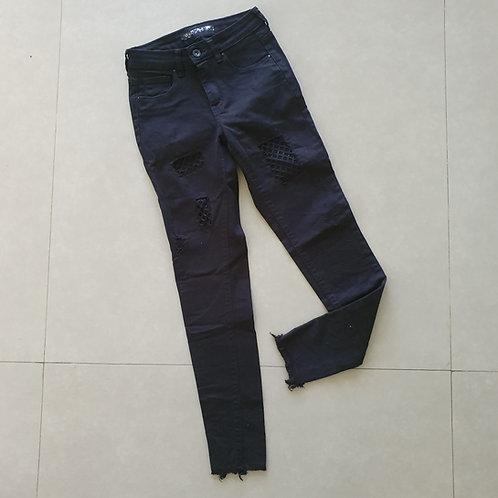מכנס ג'ינס שחור עם חורים ורשת