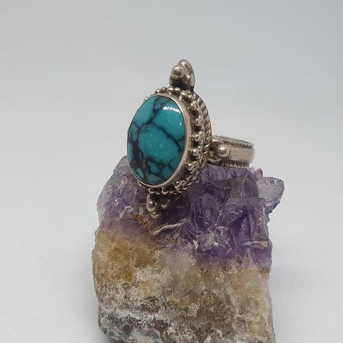 טבעת כסף עם אבן אובלית כחול ושחור