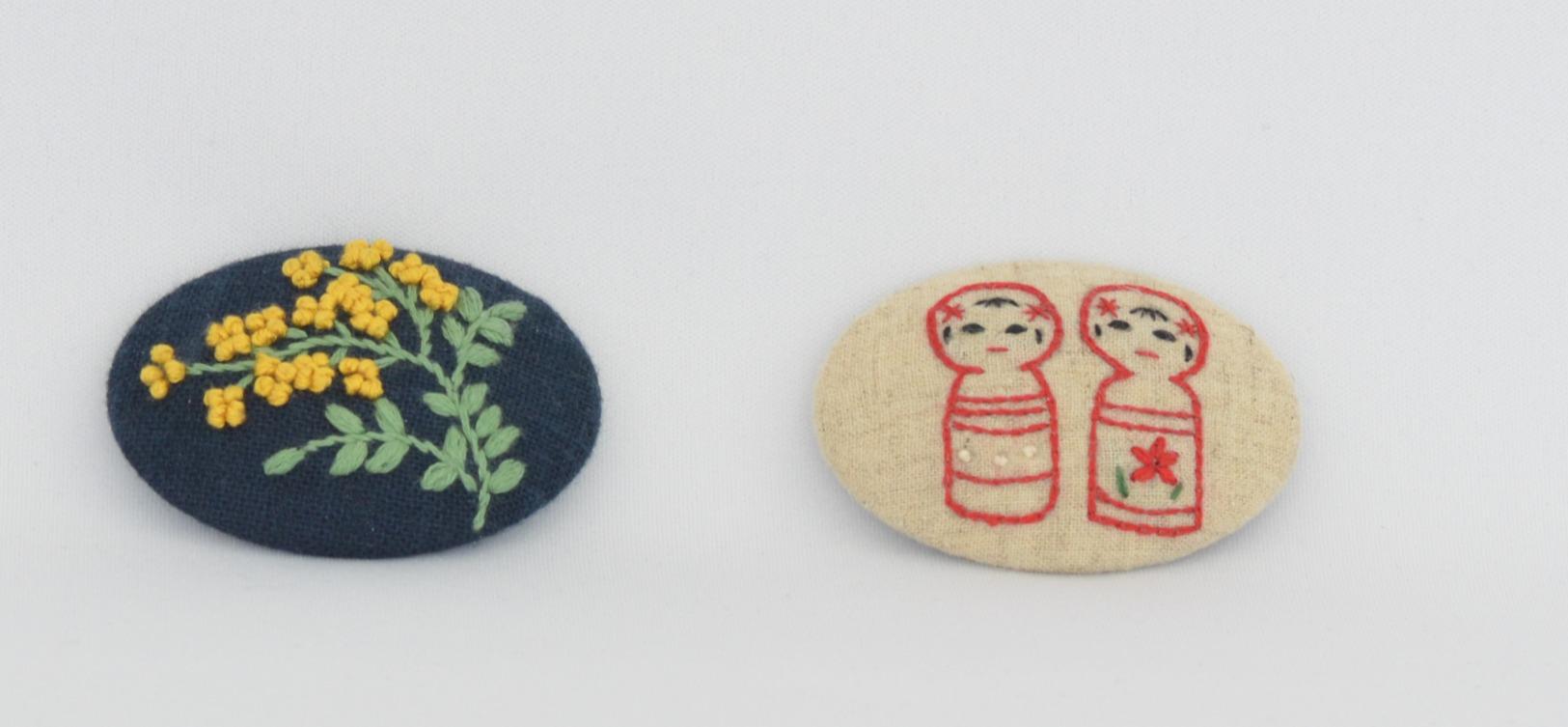 手刺繍のブローチ