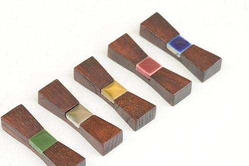 欅と漆の箸置き