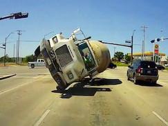 Dashcam - Die schlimmsten Autofahrer der Welt (N24)