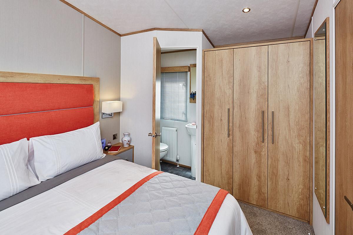 Glenmore Lodge Bedroom3