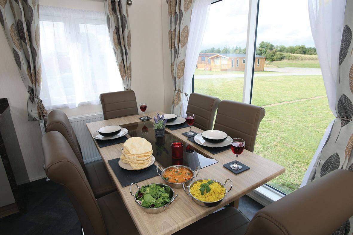 stratford-twin-unit-dining-2-1181x787