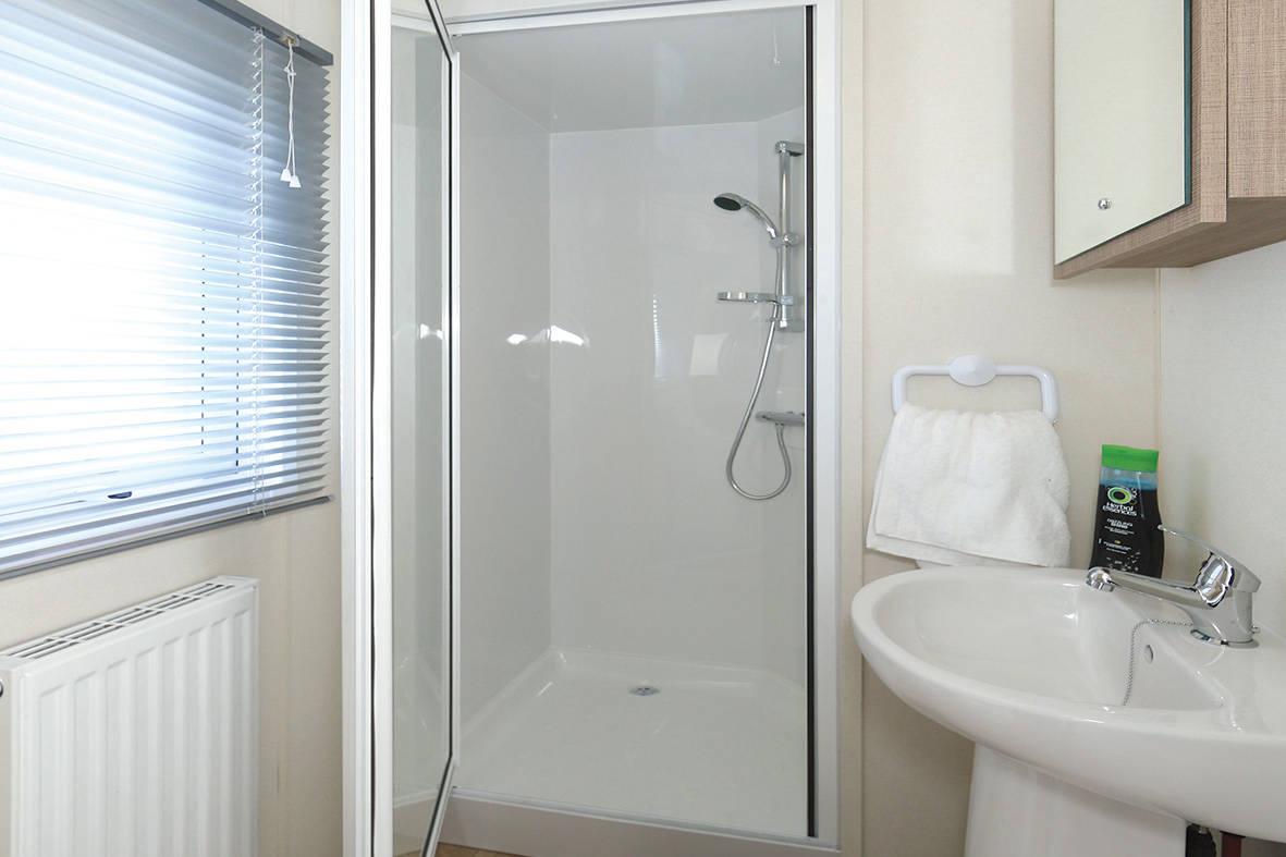bromley-caravan-shower-1-1181x787