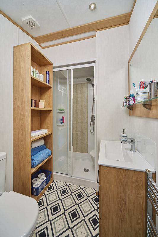 Carnaby Chantry Lodge Main Bathroom