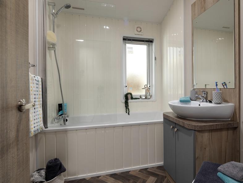 Willerby-Clearwater-BathShower