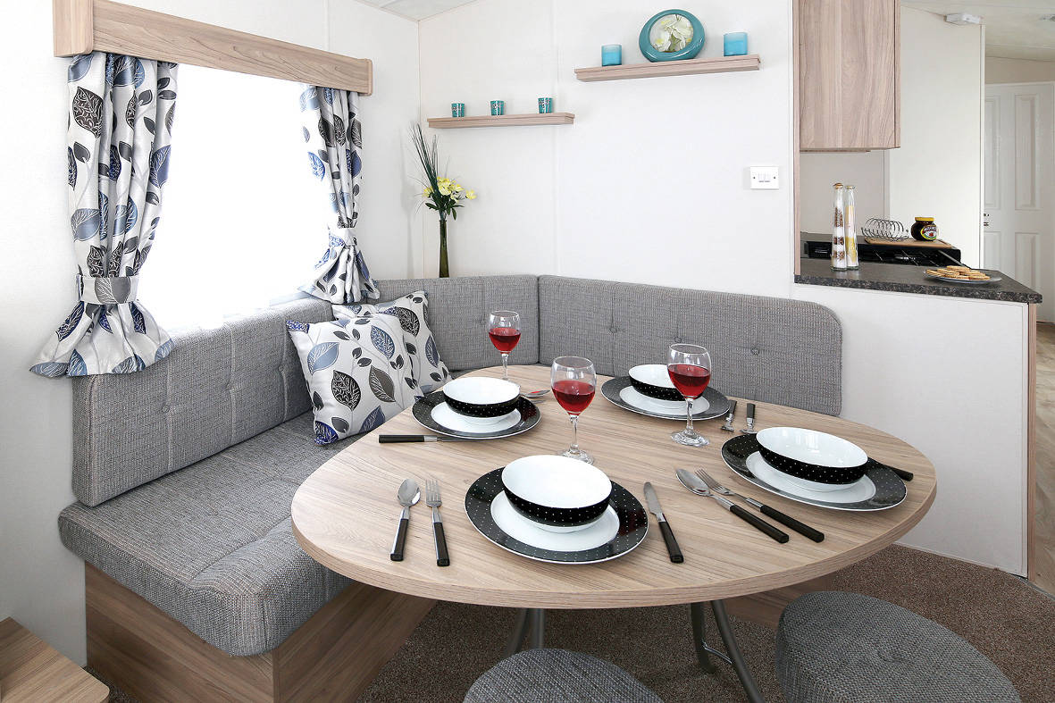 resort-plus-caravan-dining-1181x787