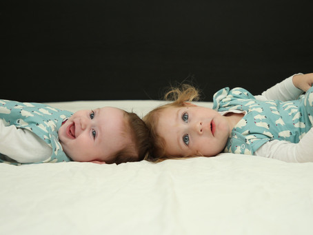 איך מתמרנים בין סדר יום של תינוק ושל פעוט?