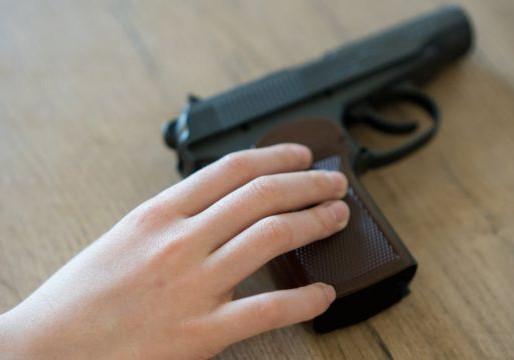 Consumo precoce de álcool aumenta a chance de porte de armas entre adolescentes