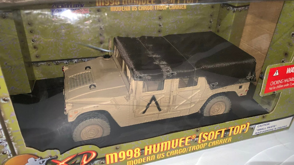 ULTIMATE SOLDIER  1:18 M998 HUMVEE SOFT TOP US CARGO/TROOP CARRIER 21ST CENTURY
