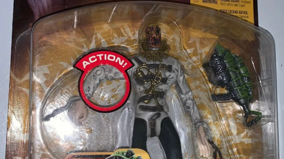 Batman Begins Movie Skull Strike Scarecrow Mattel Action Figure DC WB